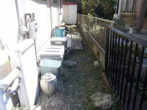 大津市のお客様より、家の周りの草刈りと庭木の剪定のご依頼をいただきました。