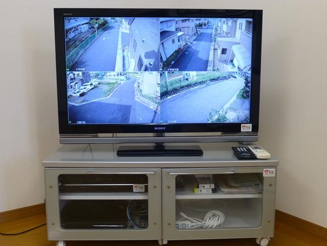 自治会館内の大画面テレビをモニターに