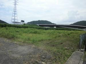 八尾市の事業者様より、栗東市にある工場跡地の草刈りのご依頼をいただきました。