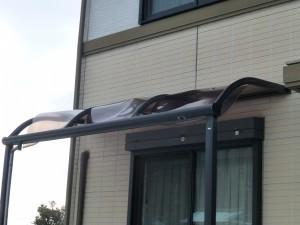 野洲市のお客様より、テラス屋根の修理のご依頼をいただきました。