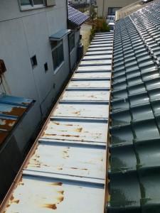 東近江市のお客様より、屋根塗装、雨どいの交換のご依頼をいただきました。