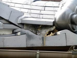 栗東市のお客様より、屋根の漆喰の補修のご依頼をいただきました。