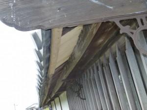大津市のお客様より、塀の屋根瓦の修理のご依頼をいただきました。