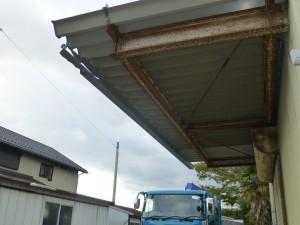 倉庫の雨樋修理のご依頼をいただきました。
