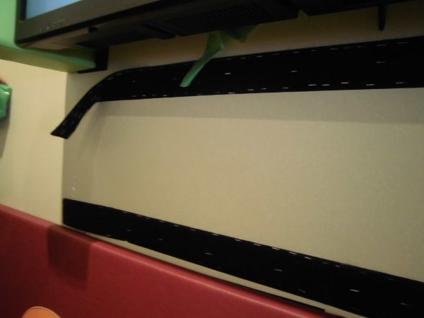 テレビの防護カバーの補修をさせていただきました。