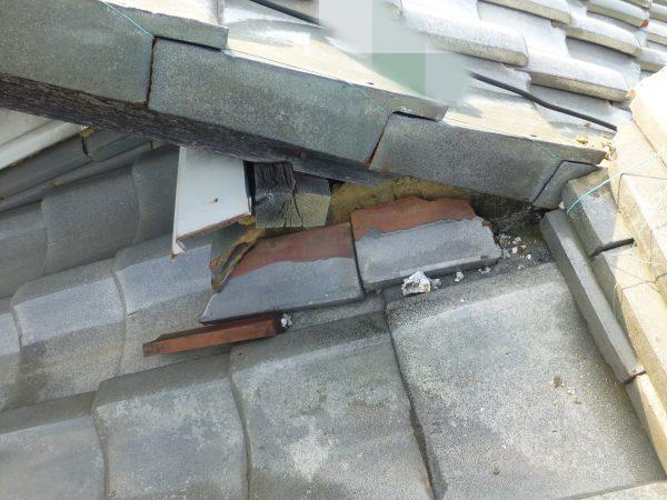 瓦の修理のご依頼をいただきました。