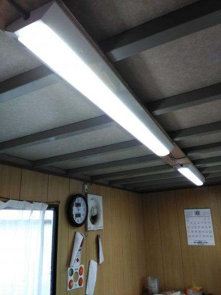 LED蛍光灯取付工事のご依頼をいただきました。