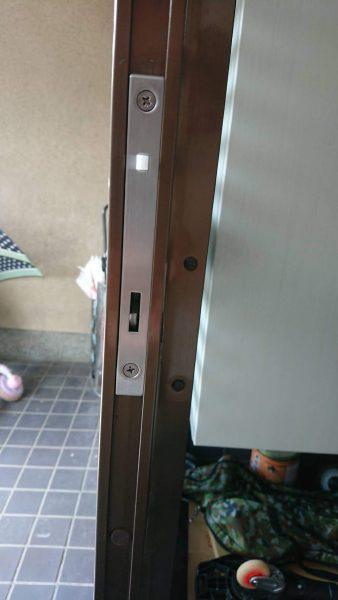 玄関扉の鍵の取替えのご依頼をいただきました。