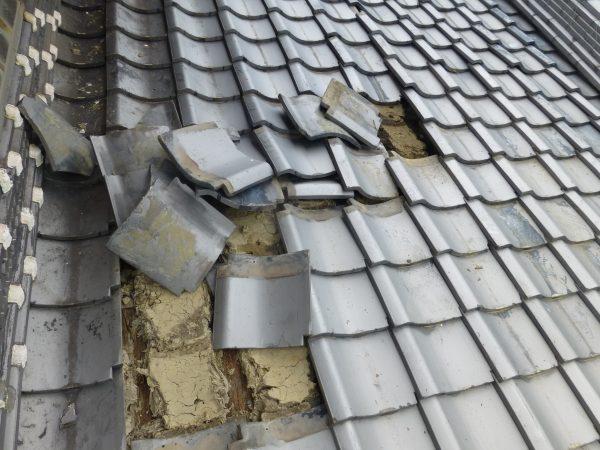 屋根瓦の修理のご依頼をいただきました。