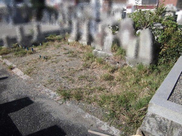 お墓の草刈りのご依頼をいただきました。