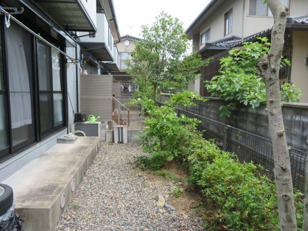 アパートに植えてある木々の剪定のご依頼をいただきました。