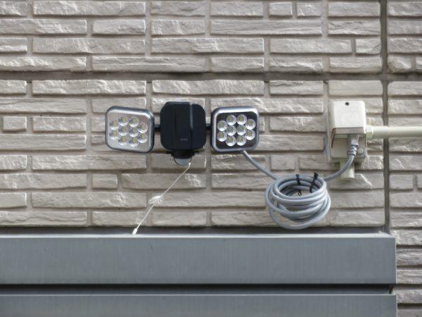 防犯カメラとセンサーライトの設置をさせていただきました。