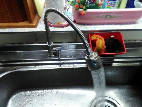 キッチンの水栓取替をさせていただきました。