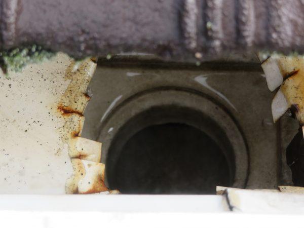 雨樋清掃のご依頼をいただきました。
