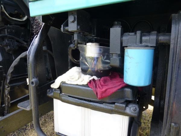 高所作業車から油が噴き出ている・・・