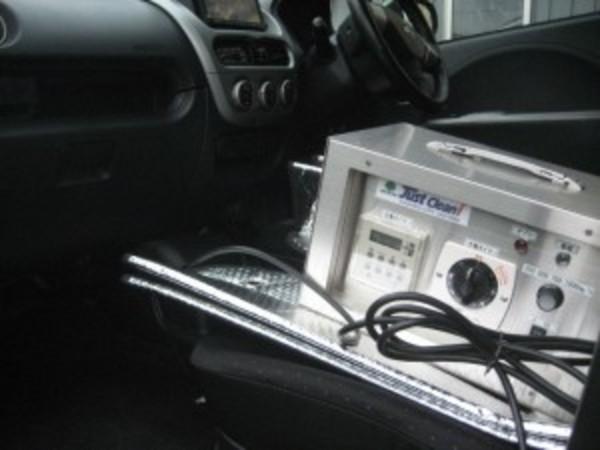中古車販売店様より、車の脱臭のご依頼をいただきました。