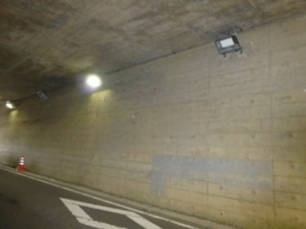 トンネル照明交換の応援工事です。