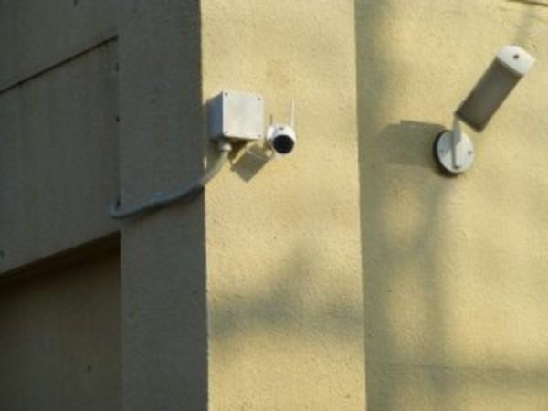 栗東市のマンションのゴミ集積場を監視する為、カメラ設置のご依頼をいただきました。
