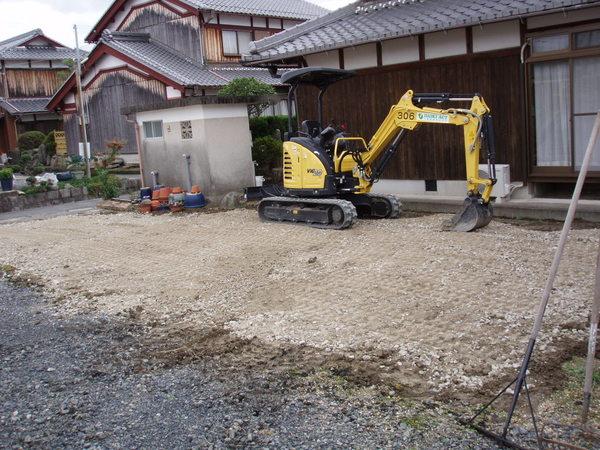 畑から駐車場へと造成工事をさせていただきました。