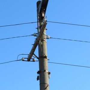 劣化した電線の張替をさせていただきました。