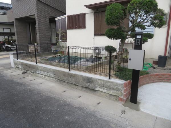 ブロック塀の改修工事を設置させていただきました。